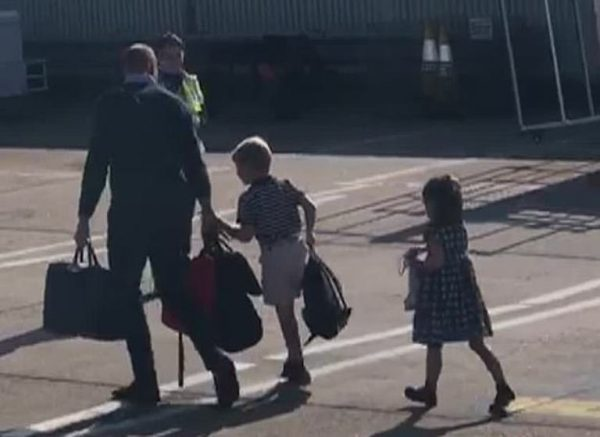 Герцоги Кембриджские полетели в Балморал пассажирским рейсом