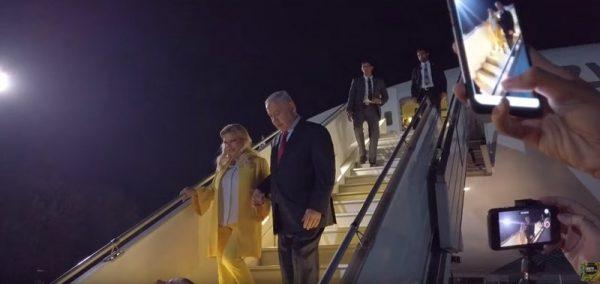 Жена премьера Израиля устроила скандал на борту самолета, затем, приземлившись, выкинула хлеб с солью