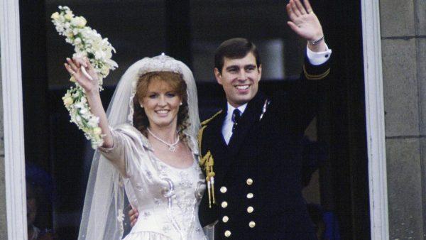 Принц Эндрю и Сара Фергюсон улетели вдвоем в Малагу