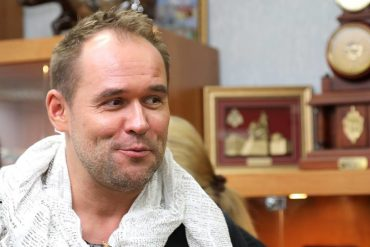 Максим Аверин отделался штрафом за пьяный перфоманс в самолете