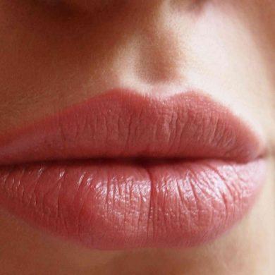 Не повторяйте это: Новый способ увеличивать губу собрал миллионные просмотры