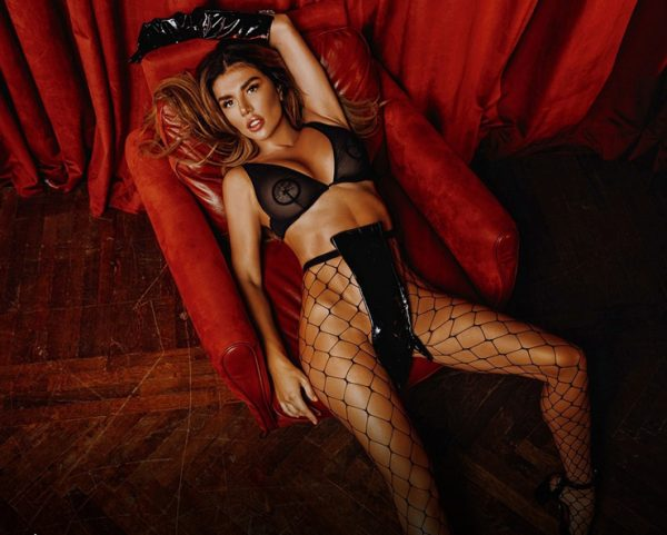 Анна Седокова позировала для Playboy без белья