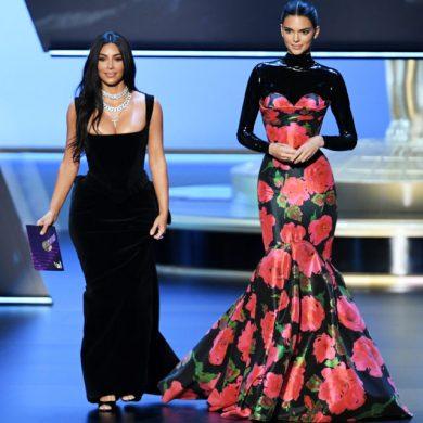Почему зрители смеялись над Ким Кардашьян и Кендалл Дженнер?