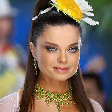 Наташа Королева порадовала подписчиков йогой в бикини