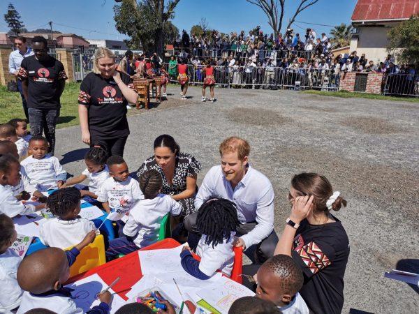 Герцоги Сассекские опубликовали видео о поездке в Африку
