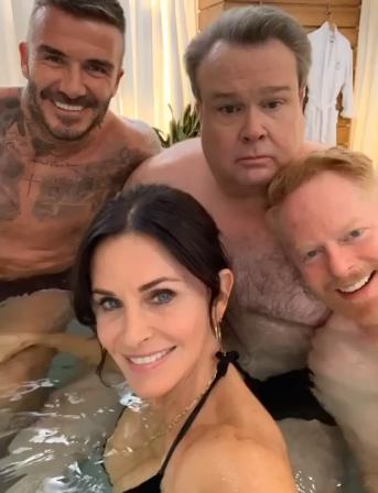 Как ты мог, Дэвид... Бекхэма засняли в ванне с Кортни Кокс