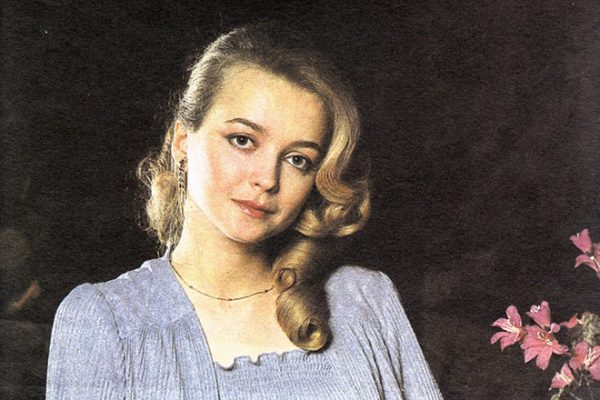 """Александра из """"Москвы слезам не верит"""" продала дом на Рублевке, чтоб хорошо заботиться о муже"""