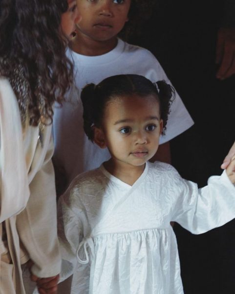 Ким Кардашьян поделилась первыми снимками с крещения в Армении, а также именным коньяком