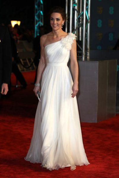 Эксперт пояснила, почему Кейт избегает платьев с декольте