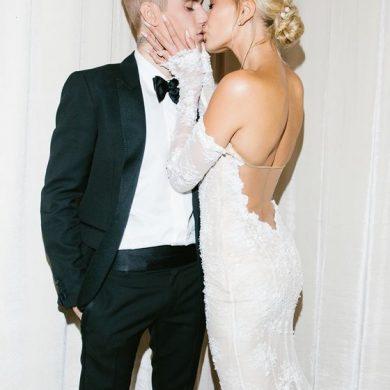 Хейли Бибер поделилась снимками в свадебном платье