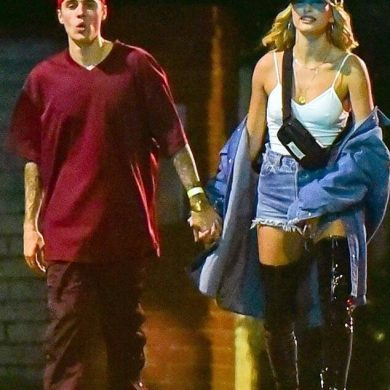 """Хейли Болдуин в образе """"Красотки"""" прошлась по улицам Лос-Анджелеса"""