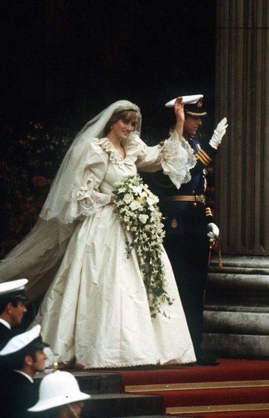 Эксперты выяснили, что свадебный букет принцессы Дианы был смертельно опасным