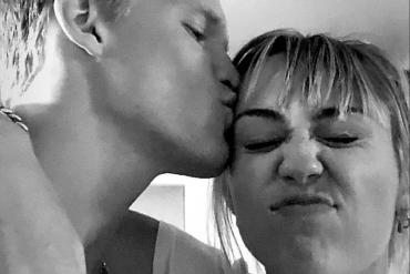 Боже, Майли, мы за тобой не успеваем: новый мужчина целует ее за то, что она готовит ему завтрак