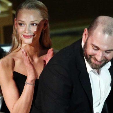 Слепакова и Ходченкову застали в Эрмитаже за поцелуями