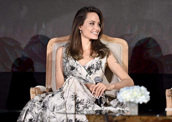 Вчера Джоли дважды восхитила публику