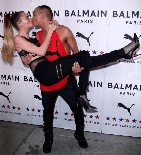 Кара Делевинь, у которой есть жена, страстно целуется с мужчиной