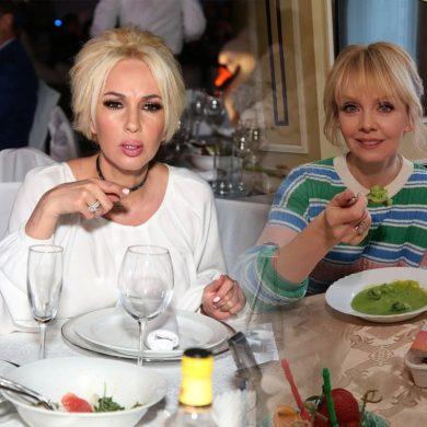 Лера Кудрявцева обнаружила марлю в борще - не заказывайте еду в ресторанах!