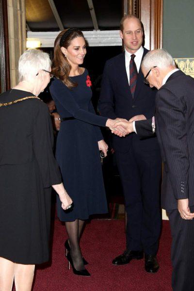 Новый выход: У Меган никогда не будет королевского достоинства Кэтрин
