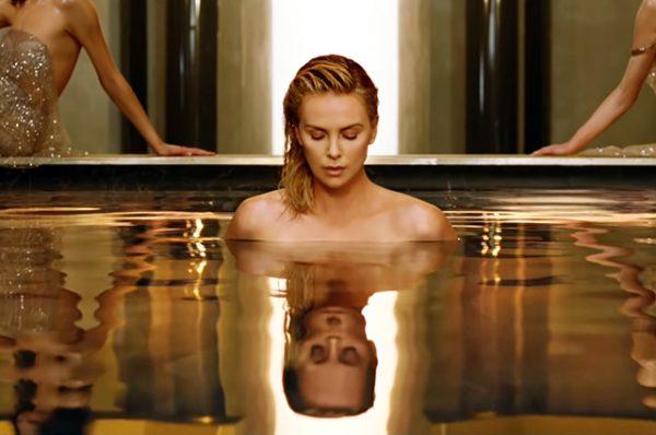Обнаженная Шарлиз Терон в новой рекламе Dior (кадры из тизера)