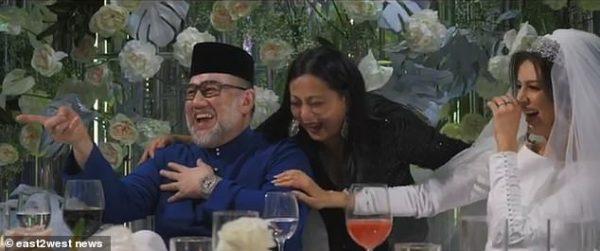 Британское издание поделилось видео со свадьбы Оксаны Воеводиной и султана Келантана