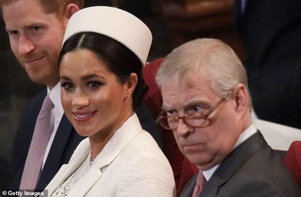 """""""Во время интервью принца Эндрю Меган хотела залезть под стол"""""""