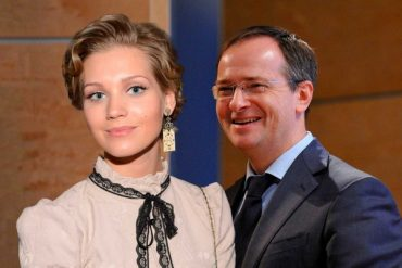 """Министр Мединский: """"Постельные сцены с Кристиной Асмус помогают развитию нашей молодежи"""""""