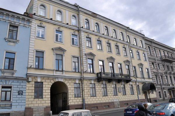 Милонов требует не допустить борделя в квартире Пушкина