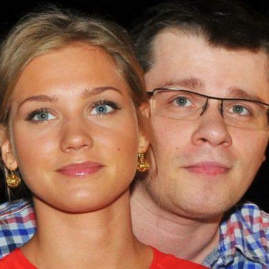 """Бывшая жена Харламова: """"Будьте осторожны те женщины, с чьим мужем снимается Асмус"""""""