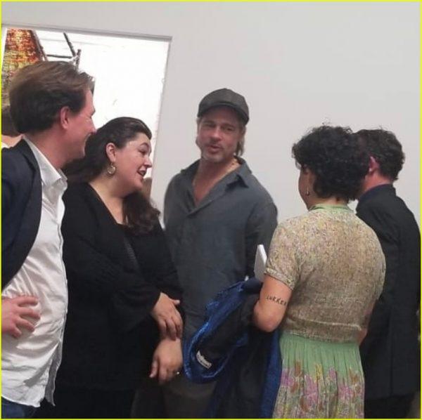 Брэд Питт на свидании в художественной галерее