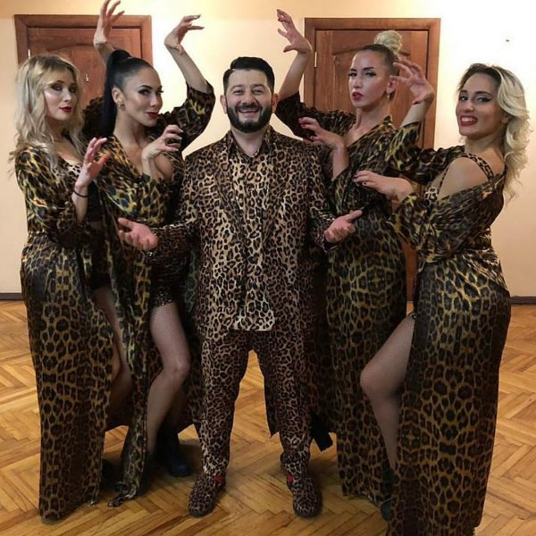 Александр Ревва укусил Михаила Галустяна, тот запел и набрал за два дня около 2 миллионов просмотров