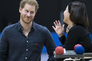 """""""Я женат"""": принцу Гарри пришлось показывать обручальное кольцо, дабы воспротивиться настойчивому вниманию японской школьницы"""