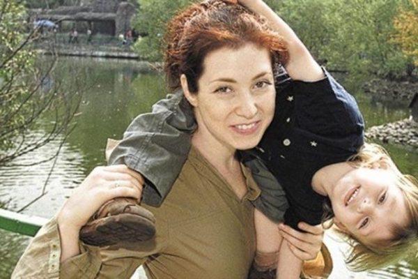 В первый раз Анна Большова вышла замуж за сына мачехи, основательницы тоталитарной секты