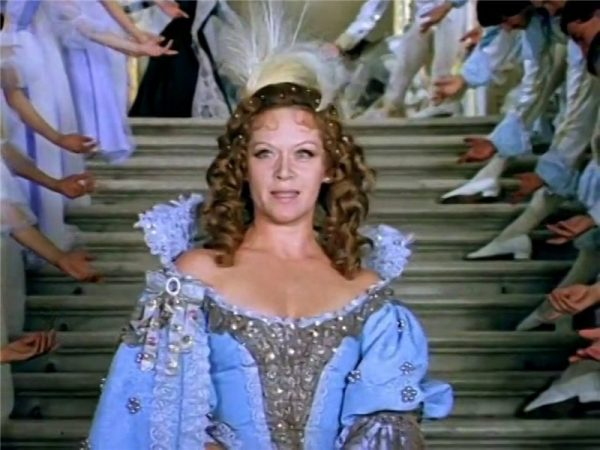 """""""Да из твоих девиц можно создать третьесортный бордель! А из моих мужиков - лучший театр Европы!"""""""