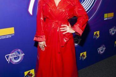 Обворожительная Жасмин в тренче на голое тело, Кети Топурия - в старом платье