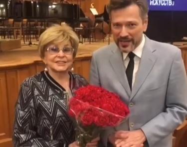 77-летней Ангелине Вовк сделал предложение 52-летний ухажер