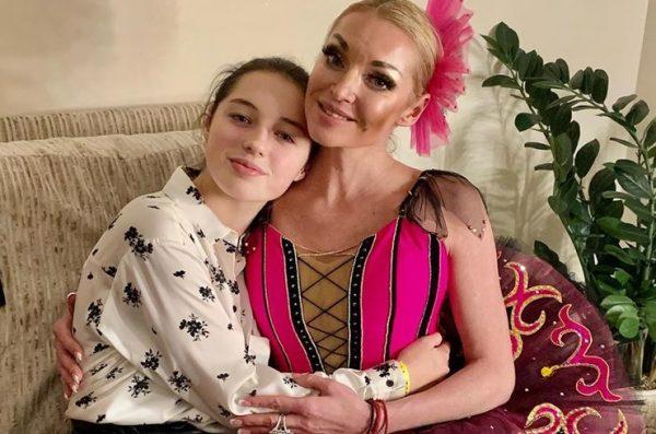 Дочь Анастасии Волочковой съехала от мамы из-за ее бойфренда