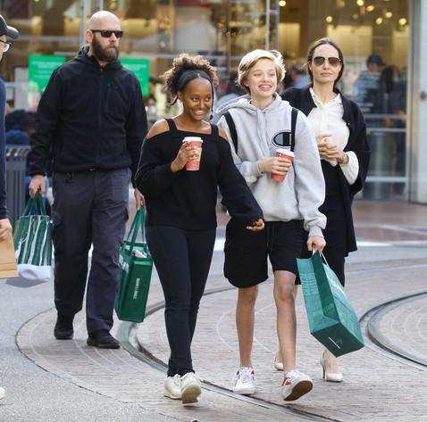 Она невероятна - Шайло Джоли-Питт обогнала бы маму и папу, выбери она кино или подиум...