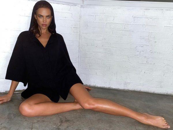 Ирина Шейк удивила просто неправдоподобно огромными ступнями