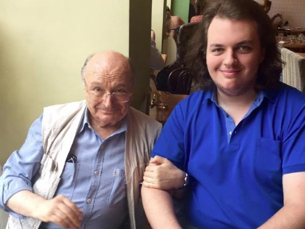 Вырастил рыцаря - сына Михаила Жванецкого избили за помощь девушке