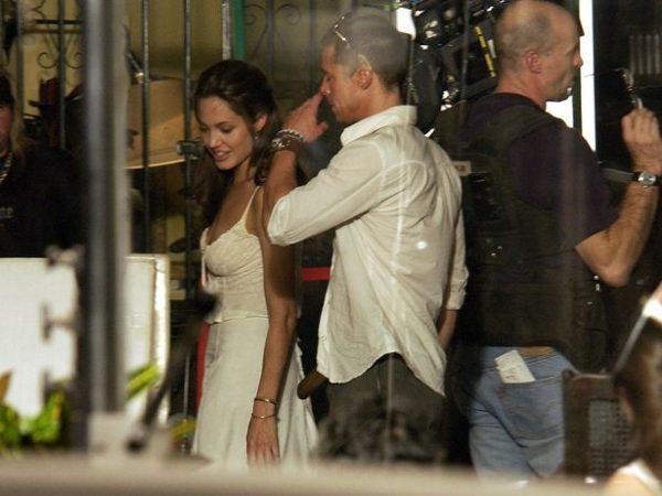 Энджи соблазнила Питта во время съемок эротической сцены, незаметно избавившись от белья