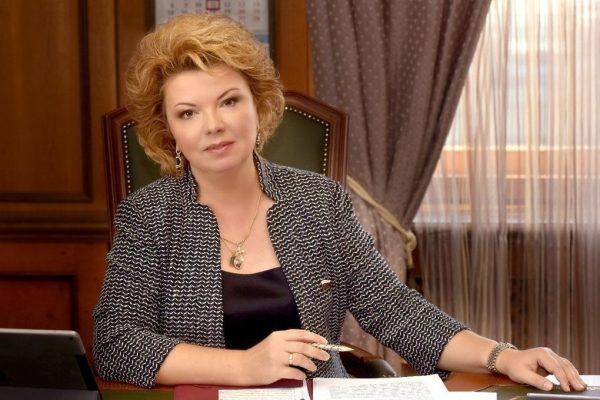 Новым российским министром культуры станет таинственная незнакомка - Собчак сообщила с Мальдив