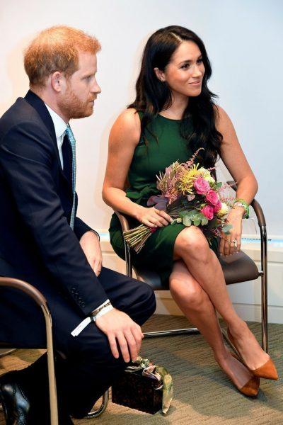 Специально попалась на глаза папарацци - Ведь в это же время в Букингемском дворце...