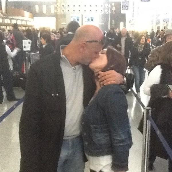 """""""Итальянская любовь и пылкая страсть"""" - Роза Сябитова поделилась жаркими фото поцелуев с лысым бойфрендом"""