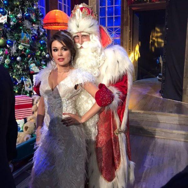 Одной из первых россиян поздравила с Новым годом Анастасия Заворотнюк