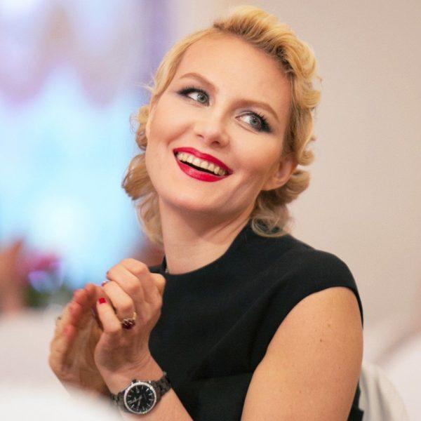 Выпили - не ходите гулять по проезжей части: Рената Литвинова сама прыгнула под колеса