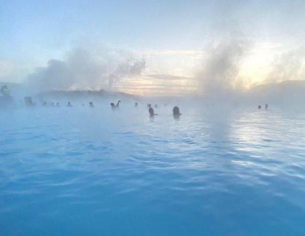 """""""В Исландии не запирают дверей, купаются в термальных источниках прямо на улице и почти нет полиции"""""""