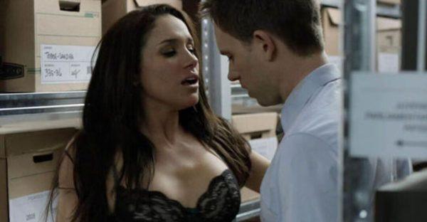 В Сети появились кадры, где Меган много целуется с партнерами - принцу Гарри и королеве лучше этого не видеть