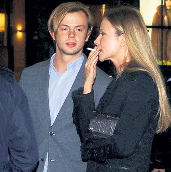 Молодой муж Марии Мироновой распродает ее вещи