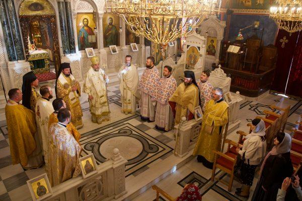 Владимир Зеленский призвал священников проводить богослужения он-лайн