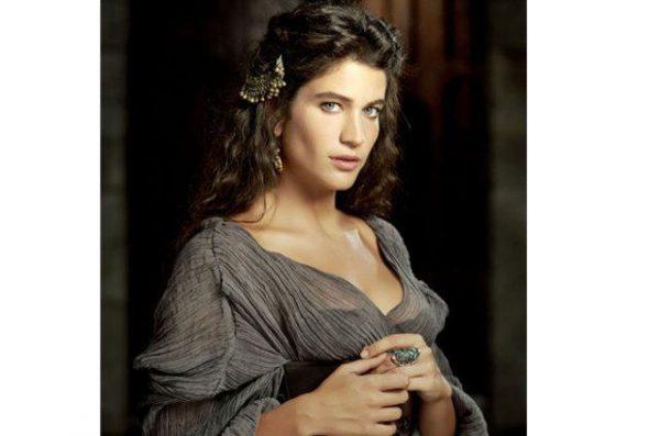 """""""Я за все натуральное!"""", - сказала роскошная звезда """"Великолепного века"""" и увеличила себе грудь"""